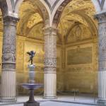 Le colonne e i dipinti del cortile di Palazzo Vecchio, Firenze, Italia. Author and Copyright Marco Ramerini