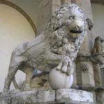 Lion. Loggia della Signoria ou Loggia dei Lanzi, la Piazza della Signoria, Florence, Italie. Author and Copyright Marco Ramerini,,