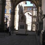L'intérieur de la Loggia della Signoria ou Loggia dei Lanzi. Piazza della Signoria, Florence, Italie. Author and Copyright Marco Ramerini