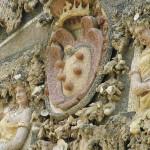 Lo stemma dei Medici e le due figure che rappresentano la pace e la giustizia, Grotta del Buontalenti, Giardino di Boboli, Firenze, Italia. Author and Copyright Marco Ramerini