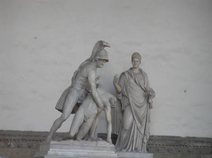 Ménélas tenant le corps de Patrocle, statue romaine. Loggia della Signoria ou Loggia dei Lanzi, Piazza della Signoria, Florence. Author and Copyright Marco Ramerini