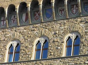 Particolare delle finestre e degli stemmi di Palazzo Vecchio, Firenze, Italia. Author and Copyright Marco Ramerini