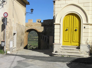 Porta di San Martino, Magliano in Toscana, Grosseto. Author and Copyright Marco Ramerini