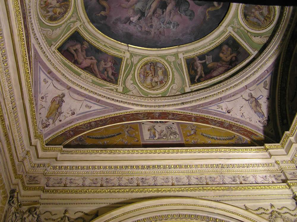 Soffitto della Cappella dei Santi Cosma e Damiano, Palazzo Vecchio, Firenze. Italia. Author and ...
