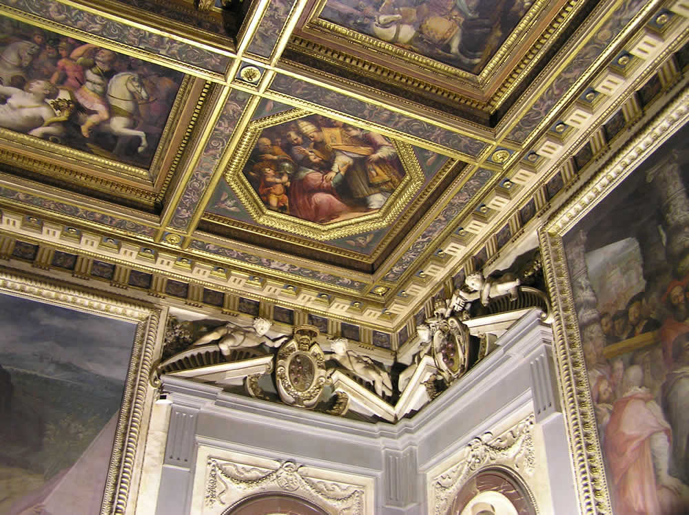 Soffitto della Sala di Leone X, Palazzo Vecchio, Firenze. Italia. Author and Copyright Marco Ramerini