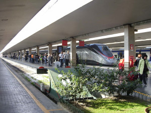 How to get to Florence by train. . Stazione di Santa Maria Novella, Firenze, Italia. Author Coclea. No Copyright