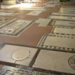 Tumbas en el suelo, Basílica de Santa Croce. Autor y Copyright Marco Ramerini