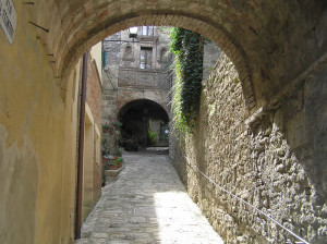 Una via di Cetona, Siena. Author and Copyright Marco Ramerini