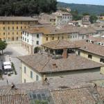 Vue sur les toits du village par la forteresse de Cetona, Sienne. Auteur et Copyright Marco Ramerini