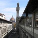 Vista de la Catedral y Palazzo Vecchio desde dentro de Galería Uffizi, Florencia. Autor y Copyright Marco Ramerini,