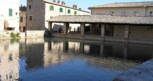 Bagno Vignoni, San Quirico d'Orcia, Sienne. Author and Copyright Marco Ramerini,