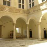 Cour de Palazzo Piccolomini, Pienza, Val d'Orcia, Sienne. Auteur et Copyright Marco Ramerini