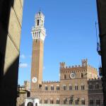 Il Palazzo Pubblico e la Torre del Mangia, Piazza del Campo, Siena. Author and Copyright Marco Ramerini