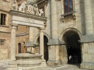Il Pozzo de' Grifi e de' Leoni, Montepulciano, Siena. Author and Copyright Marco Ramerini.
