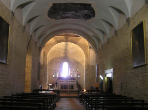 Intérieur de l'église. Badia a Coltibuono, Gaiole in Chianti, Sienne. Auteur et Copyright Marco Ramerini.