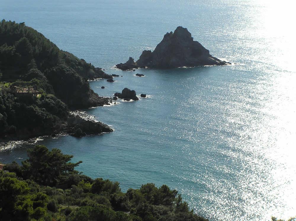 L'Isola Rossa e i Sassi Verdi, Monte Argentario, Grosseto. Author and Copyright Marco Ramerini