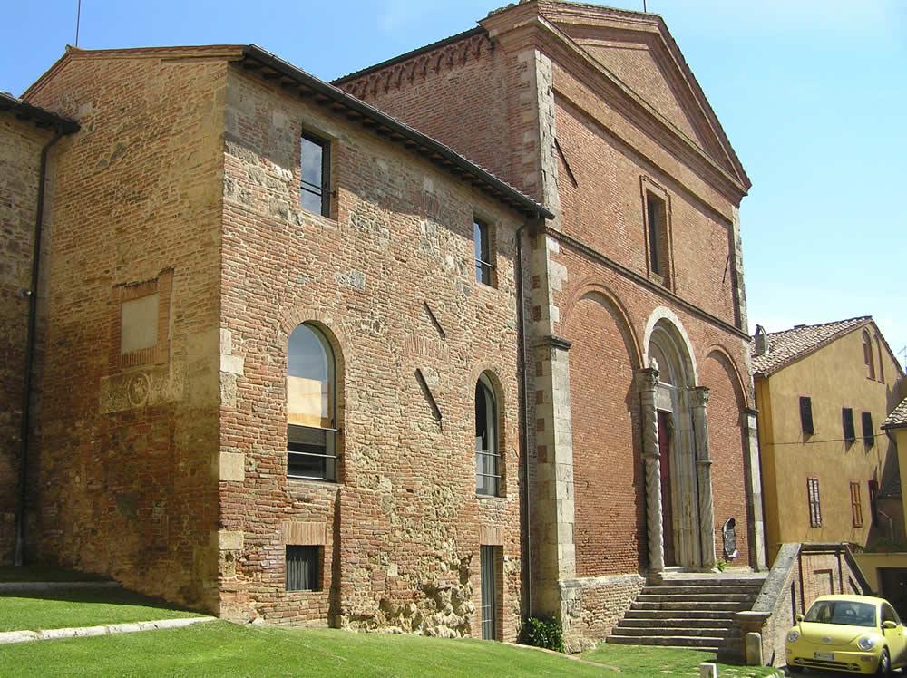 L'église San Francesco et le couvent, Chiusi, Sienne. Auteur et Copyright Marco Ramerini