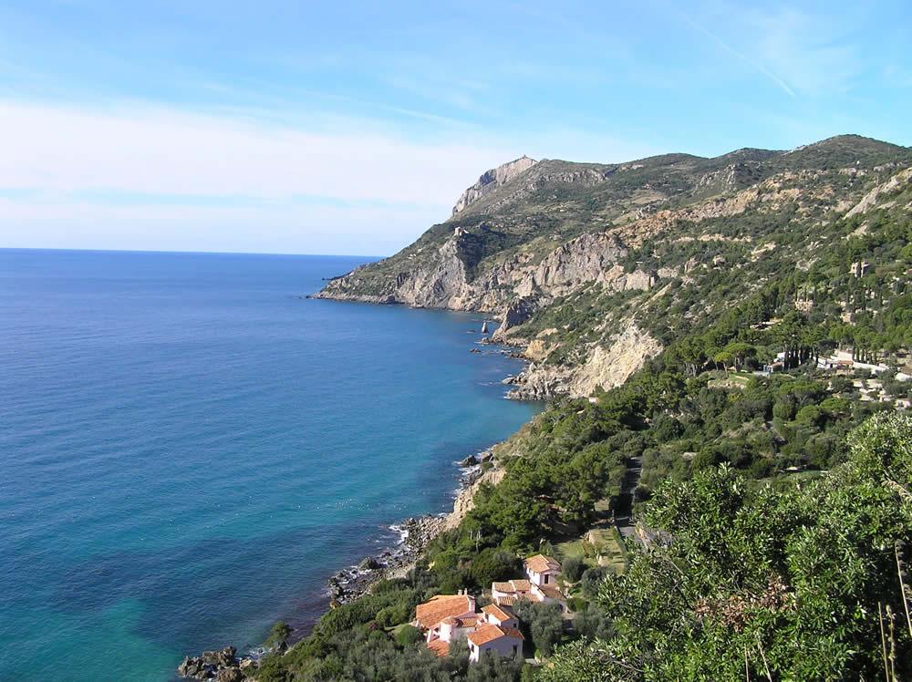 La costa tra Punta Maddalena e i Sassi Verdi, Monte Argentario, Grosseto. Author and Copyright Marco Ramerini