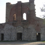 La façade inachevée de l'Abbaye de San Galgano, Chiusdino, Sienne. Auteur et Copyright Marco Ramerini