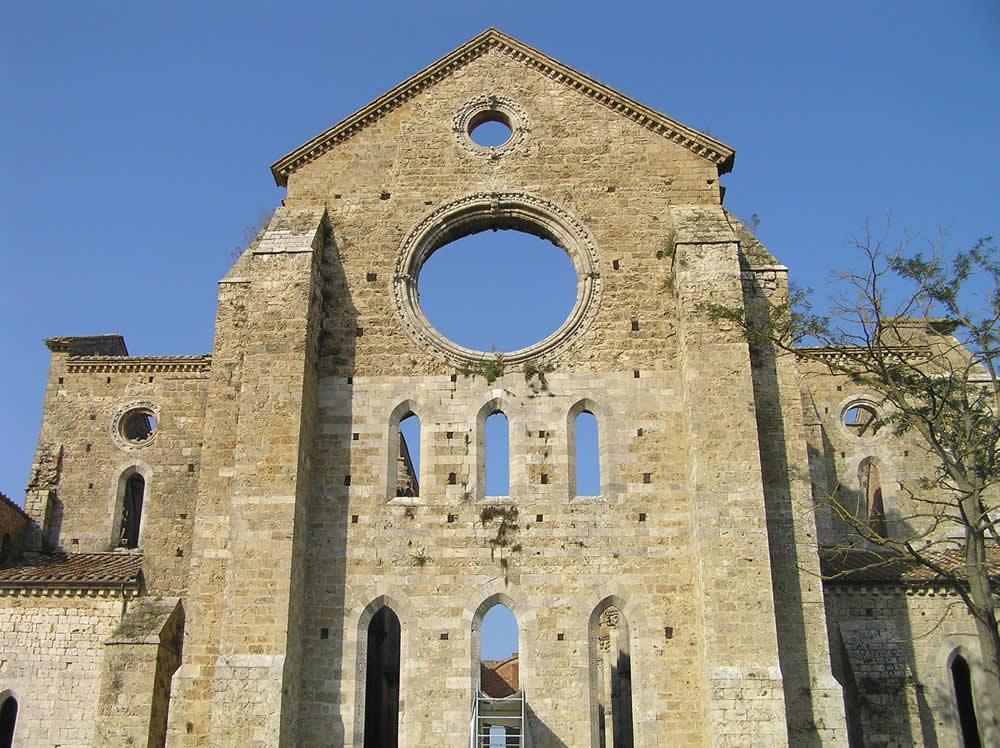 El ábside de la Abadía de San Galgano, Chiusdino, Siena. Autor y Copyright Marco Ramerini.