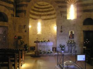 L'interno della Chiesetta di Montesiepi, San Galgano, Chiusdino, Siena. Author and Copyright Marco Ramerini.