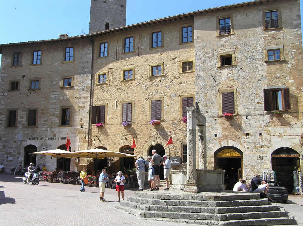 Piazza della Cisterna, San Gimignano, Siena. Author and Copyright Marco Ramerini