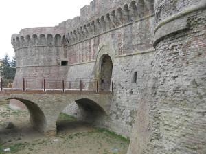 Porta Nuova (o Porta Salis) con i due torrioni circolari edificati nel XV-XVI secolo, Colle Val d'Elsa, Siena. Author and Copyright Marco Ramerini