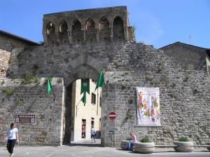 Porta San Matteo, San Gimignano, Sienne. Author and Copyright Marco Ramerini
