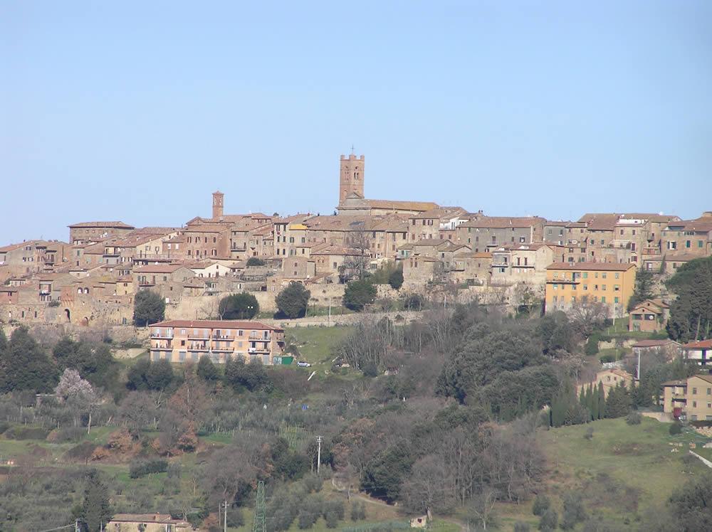 Radicondoli un village médiéval qui domine le haut Val d