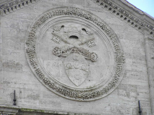 Stemma di Pio II sul Duomo, Pienza, Val d'Orcia, Siena. Author and Copyright Marco Ramerini