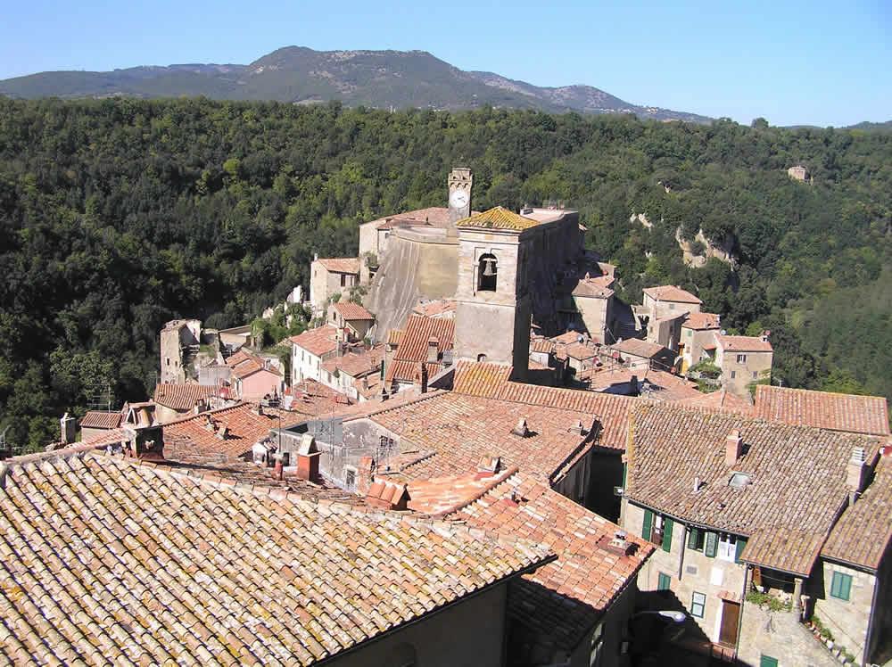 Veduta del paese dalla Rocca degli Orsini, Sorano, Grosseto.. Author and Copyright Marco Ramerini