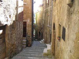 Vicolo, Pitigliano, Grosseto. Author and Copyright Marco Ramerini