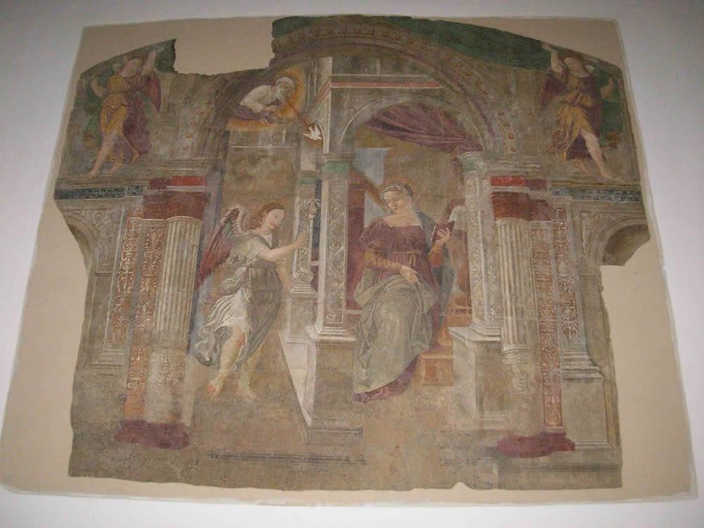 Affresco dell'Annunciazione di Giovanni Maria Tolosani, Chiesa di San Niccolò, Roccastrada, Grosseto. No Copyright