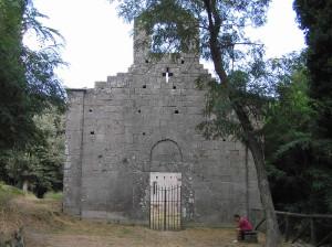 Facciata, Pieve di San Giovanni in Campo, Campo nell'Elba, Isola d'Elba, Livorno. Author and Copyright Marco Ramerini