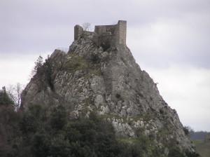 I resti della Rocca (Rocca di Sasso) che sovrastano il borgo di Roccalbegna. Author and Copyright Marco Ramerini