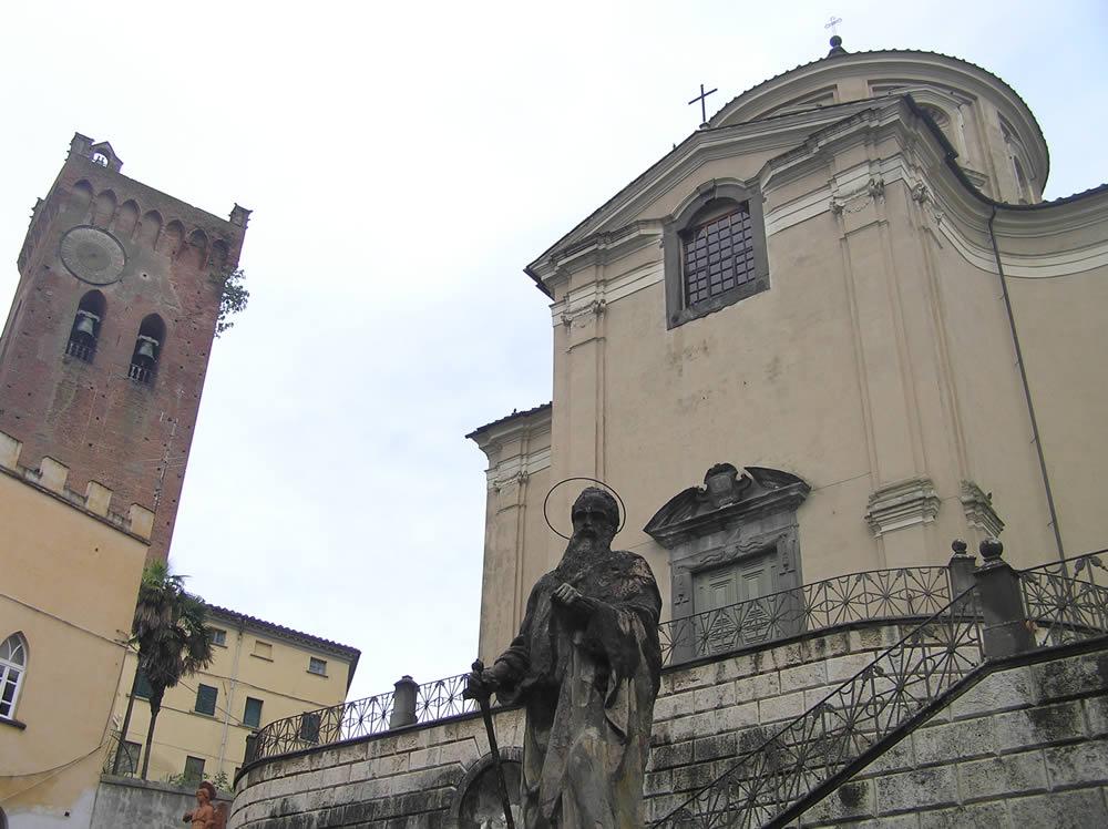 Il campanile del Duomo la cosidetta Torre di Matilde e il Santuario del Crocifisso, San Miniato, Pisa. Author and Copyright Marco Ramerini
