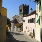 Il campanile della chiesa romanica di San Michele, Serravalle Pistoiese, Pistoia. Author and Copyright Marco Ramerini