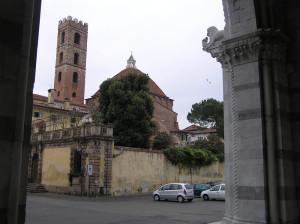 Il retro della Chiesa dei Santi Giovanni e Reparata, Lucca. Author and Copyright Marco Ramerini