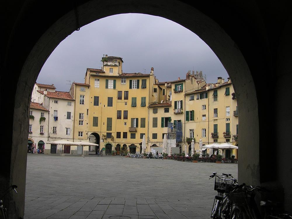 La Piazza dell'Anfiteatro, Lucca. Author and Copyright Marco Ramerini