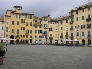 La Piazza dell'Anfiteatro, Lucca.. Author and Copyright Marco Ramerini