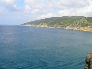 La costa verso Populonia-Baratti vista da Punta Falcone, Salivoli, Piombino, Livorno. Author and Copyright Marco Ramerini