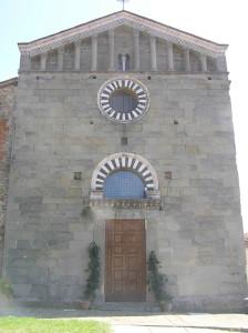 La facciata della chiesa dei Ss. Jacopo e Martino, Uzzano, Pistoia. Author and Copyright Marco Ramerini