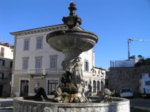 La fontana monumentale in piazza Garibaldi, Manciano, Grosseto. Author and Copyright Marco Ramerini