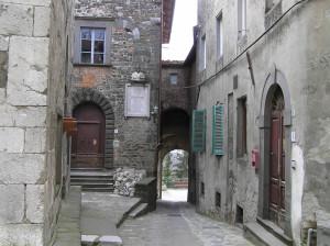 La porta nord del borgo di Ghivizzano vista dall'interno, Coreglia Antelminelli, Lucca. Author and Copyright Marco Ramerini