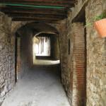 La via Sossala (sub sala= sotto il palazzo). Ghivizzano, Coreglia Antelminelli, Lucca. Author and Copyright Marco Ramerini