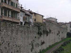 Le mura di Prato. Author and Copyright Marco Ramerini
