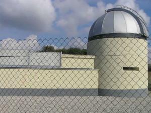 Nella parte più alta di Punta Falcone è situato un Osservatorio Astronomico. Punta Falcone, Salivoli, Piombino, Livorno. Author and Copyright Marco Ramerini