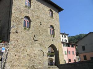 Palazzo del Capitano del Popolo, Uzzano, Pistoia. Author and Copyright Marco Ramerini