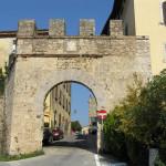 Porta al Salnitro (esterno), Massa Marittima, Grosseto. Author and Copyright Marco Ramerini