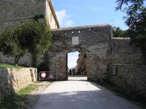 Porta d'accesso a Populonia, Piombino, Livorno. Author and Copyright Marco Ramerini